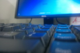 512px-Computer_keyboard_in_use_for_a_Windows_7_Desktop_Computer.jpg