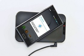 Inductive_charging_of_LG_smartphone_-1-.jpg