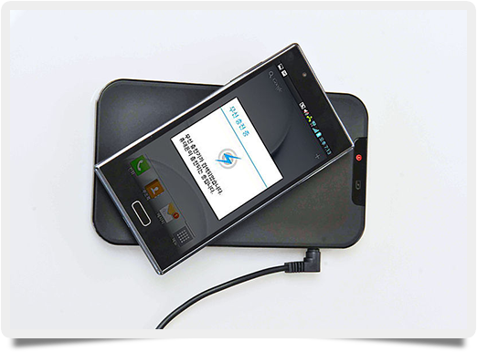 Inductive_charging_of_LG_smartphone_-1-